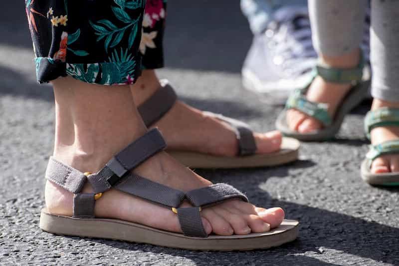 Looks com sandálias masculinas