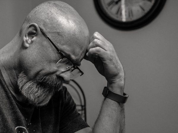 Ansiedade pode gerar queda de cabelo? Saiba neste artigo